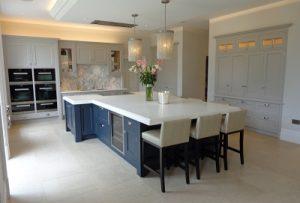 Alderley bespoke kitchen3 400x271